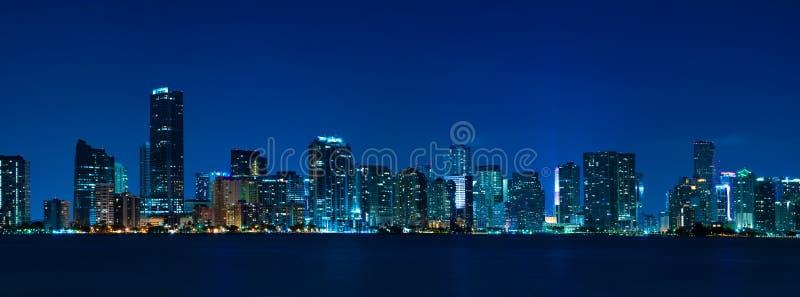 Panorama de nuit d'horizon de Miami photos libres de droits