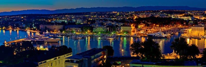 Panorama de nuit de baie de port de Zadar photo libre de droits