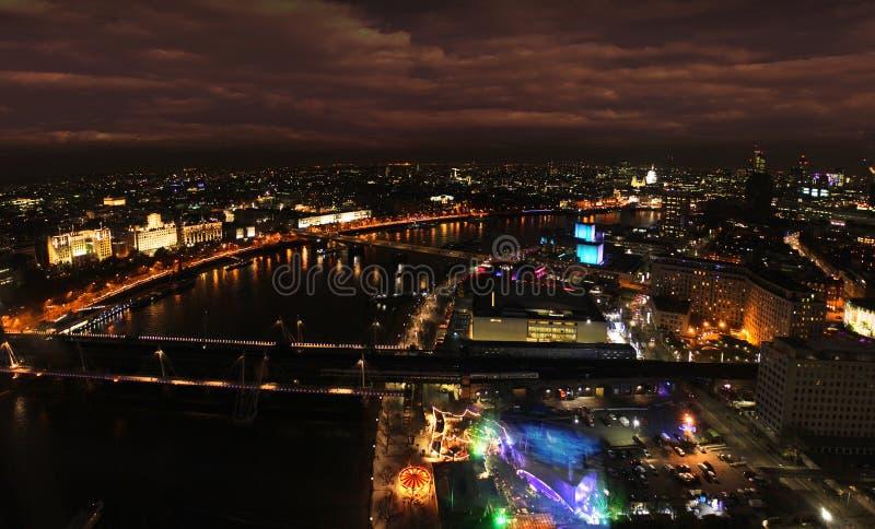 Panorama de nuit de Londres la Tamise image stock