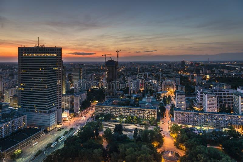Panorama de nuit de ville de Varsovie photographie stock