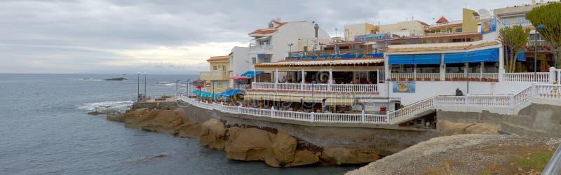 Panorama de Océano Atlántico y de la playa del La Caletta, Tenerife imagenes de archivo