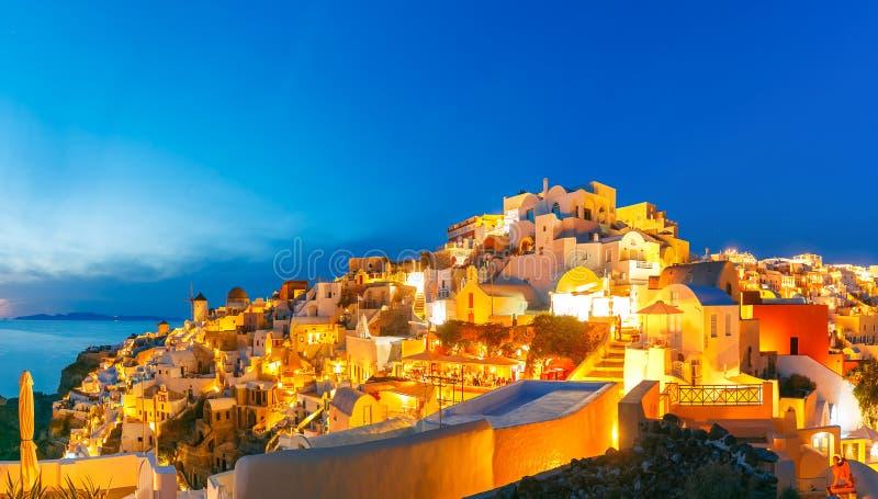 Panorama de Oia no por do sol, Santorini, Grécia foto de stock