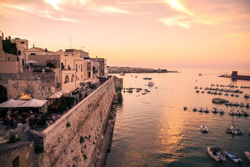 Panorama de Otranto no por do sol fotografia de stock royalty free