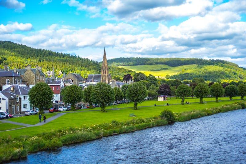 Panorama de Peebles com a mistura de lã do rio, Escócia, Reino Unido foto de stock royalty free