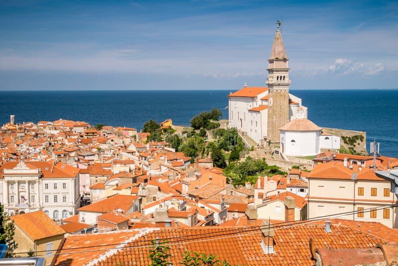 Panorama de Piran bonito, Eslovênia imagem de stock
