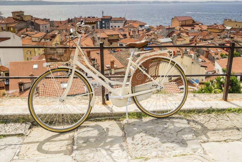 Panorama de Piran hermoso, Eslovenia imagenes de archivo