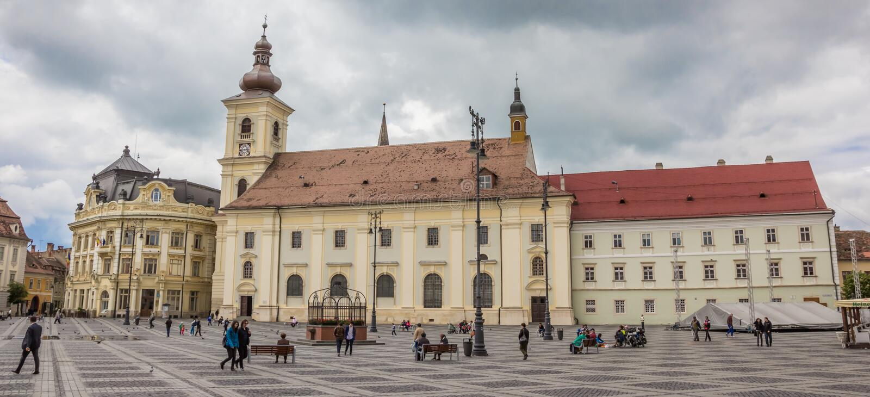 Panorama de place centrale de jument de Piata à Sibiu historique image stock
