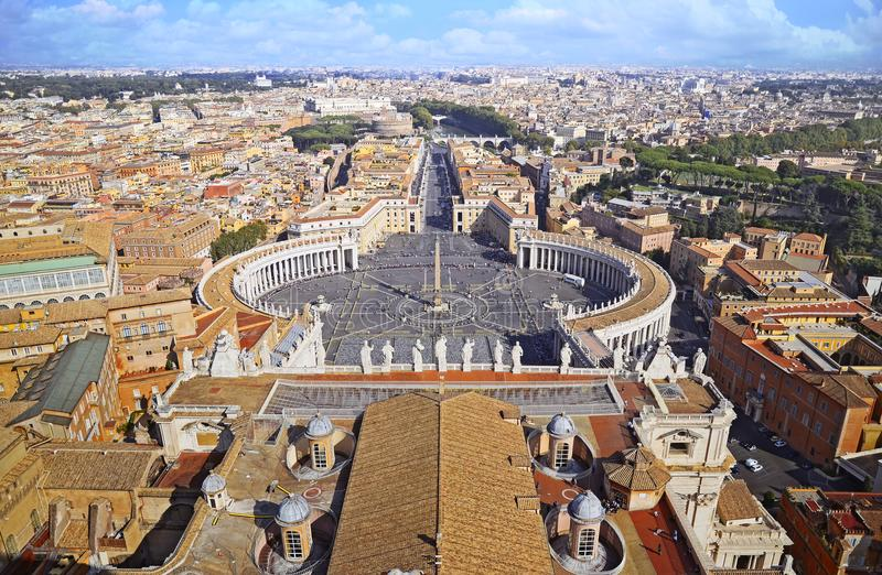 Panorama de place de St Peter à Vatican et vue aérienne de la ville Rome image libre de droits