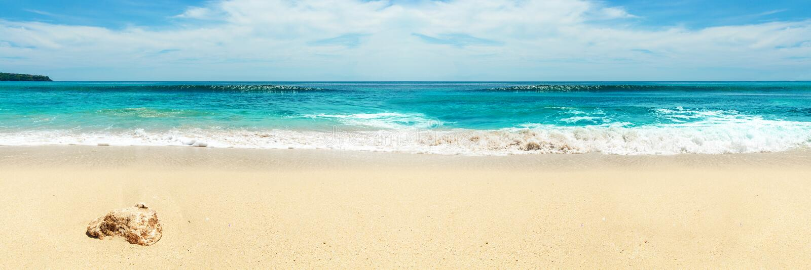 Panorama de plage blanche comme neige images stock