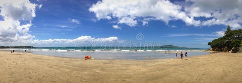 Panorama de plage de Takapuna images stock