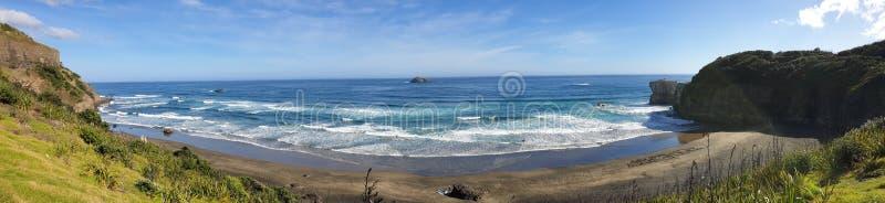 Panorama de plage de Muriwai, Auckland image libre de droits