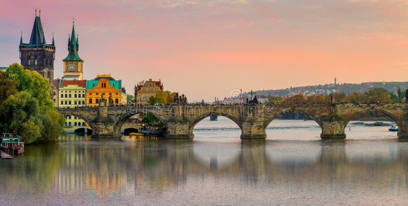 Panorama de pont de Charles à Prague, République Tchèque, l'Europe photos libres de droits