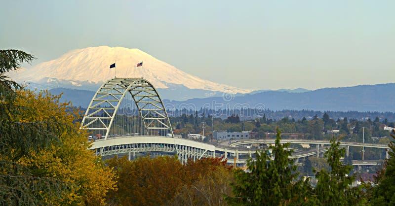 Panorama de Portland Oregon del puente de Fremont imagen de archivo libre de regalías