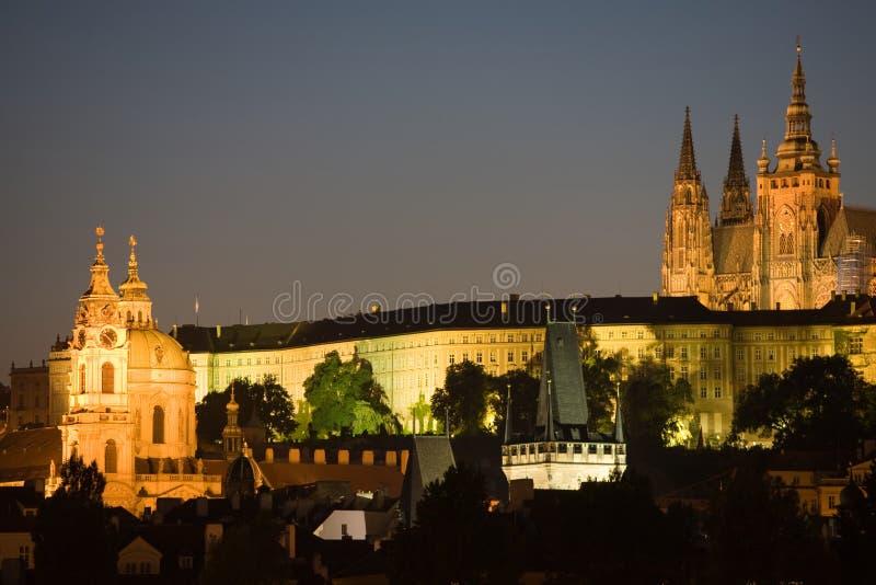 Panorama de Praga na noite foto de stock royalty free