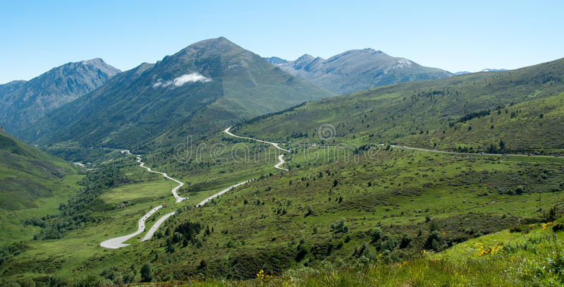 Panorama de Pyrenees franceses foto de archivo
