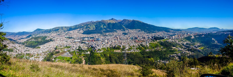 Panorama de Quito, Ecuador fotos de archivo