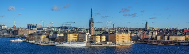 Panorama de Riddarholmen e a cidade velha de Éstocolmo, Suécia fotografia de stock