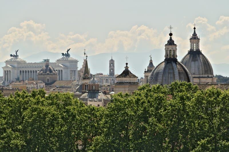 Panorama de Roma com o altar da pátria foto de stock royalty free