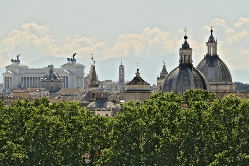 Panorama de Roma con el altar de la patria foto de archivo libre de regalías