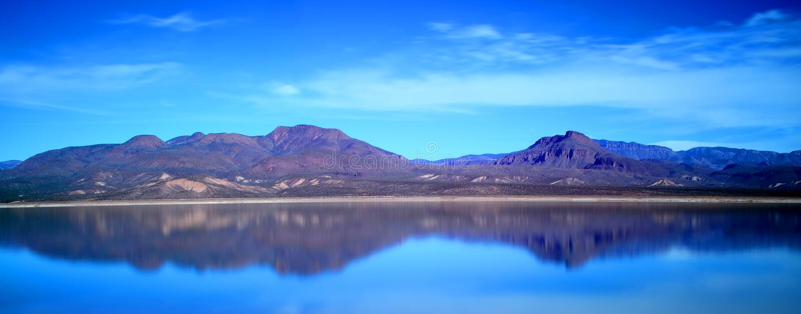 Panorama de Roosevelt Lake Arizona photographie stock libre de droits