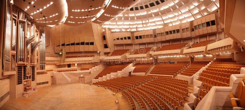 Panorama de salle de concert avec l'organe photo libre de droits