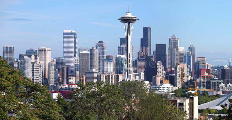 Panorama de Seattle Washington y Mt. más lluviosos. imágenes de archivo libres de regalías