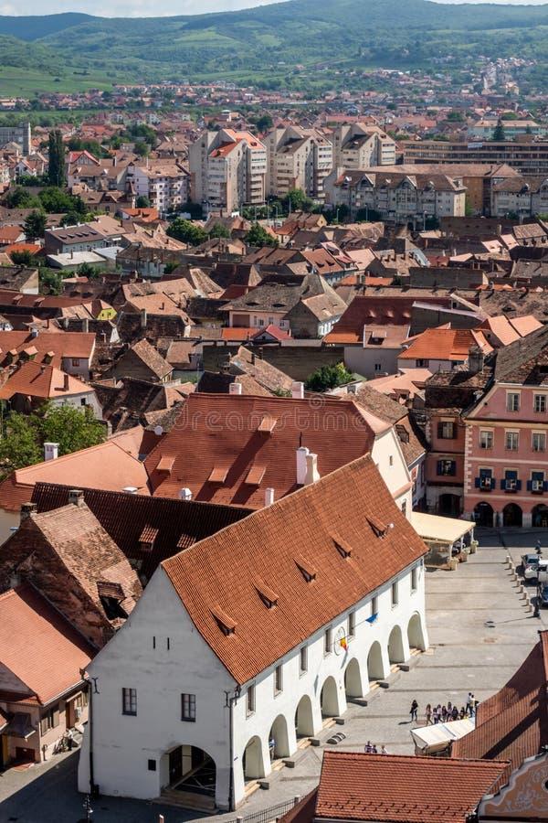 Panorama de Sibiu, Transilvania, Rumania, centrada en el gremio Pasillo de los carniceros fotografía de archivo
