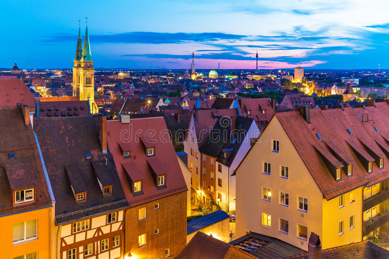 Panorama de soirée de Nuremberg, Allemagne images stock