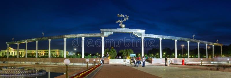 Panorama de soirée de Tashkent photos stock
