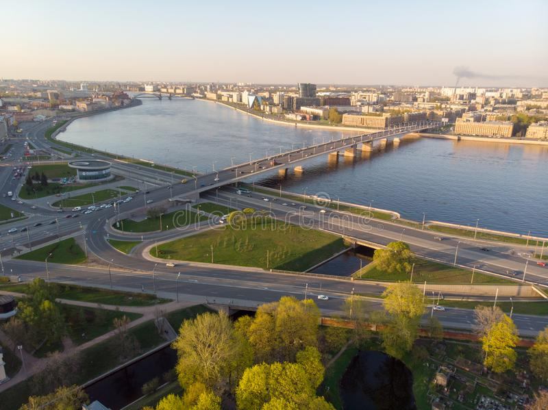 Panorama de St Petersbourg Russie Centre de la ville Alexander Nevsky Bridge Fleuve de Neva Alexander Nevsky Square Architecture photos stock