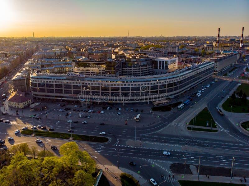 Panorama de St Petersburg Rusia Centro de ciudad Alexander Nevsky Bridge R?o de Neva Alexander Nevsky Square Configuraci?n imágenes de archivo libres de regalías
