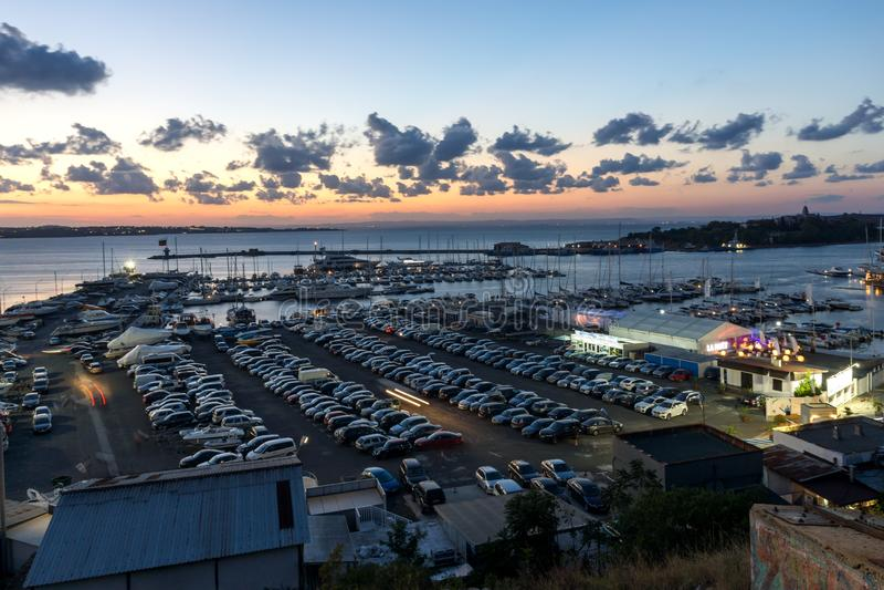 Panorama de surpresa do porto de Sozopol, região da noite de Burgas, Bulgária fotos de stock