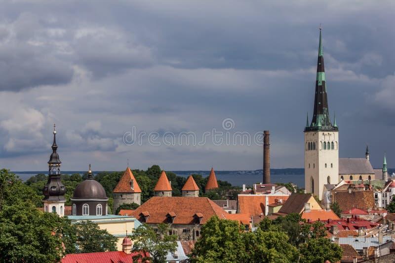 Download Panorama de Tallinn imagem de stock. Imagem de medieval - 26517671