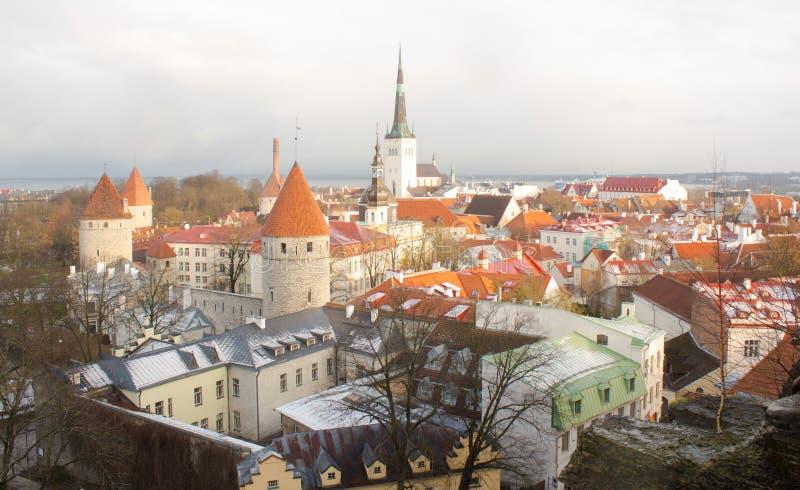 Panorama de Tallinn velho A vista da parte superior Tallinn Estónia fotos de stock royalty free
