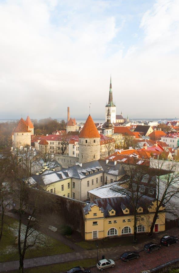 Panorama de Tallinn velho A vista da parte superior Tallinn Estónia imagem de stock
