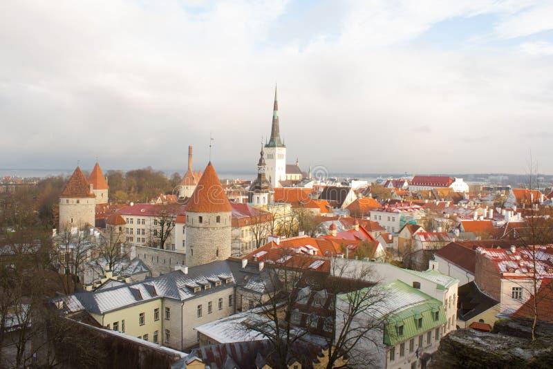 Panorama de Tallinn vieja La visión desde la tapa tallinn Estonia imagen de archivo libre de regalías