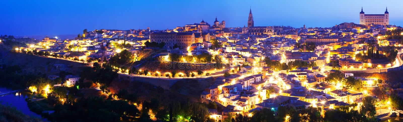 Panorama de Toledo na noite fotografia de stock royalty free