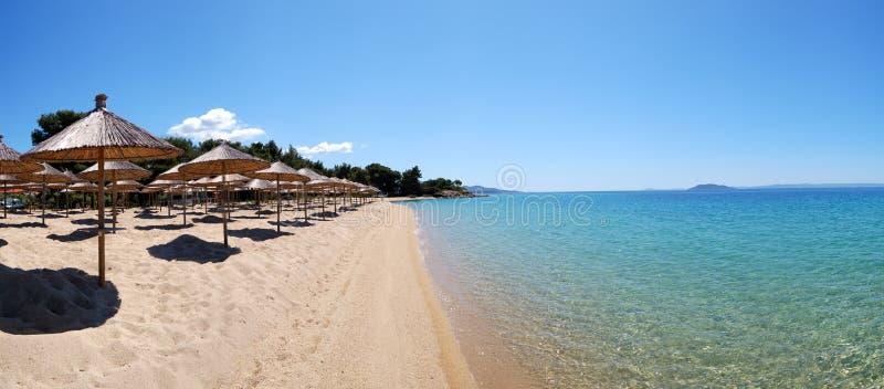 Panorama de uma água da praia e da turquesa fotos de stock royalty free