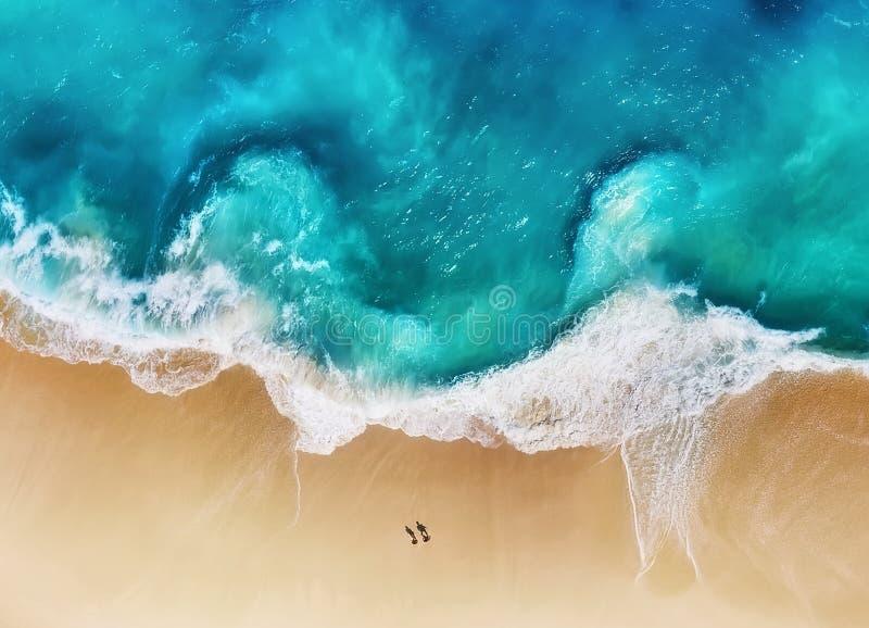 Panorama de uma costa como um fundo da vista superior Fundo da ?gua de turquesa da vista superior Seascape do ver?o do ar Nusa Pe fotos de stock royalty free