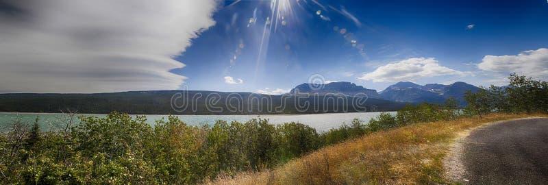 Panorama de uma paisagem cênico no parque nacional de geleira imagens de stock royalty free