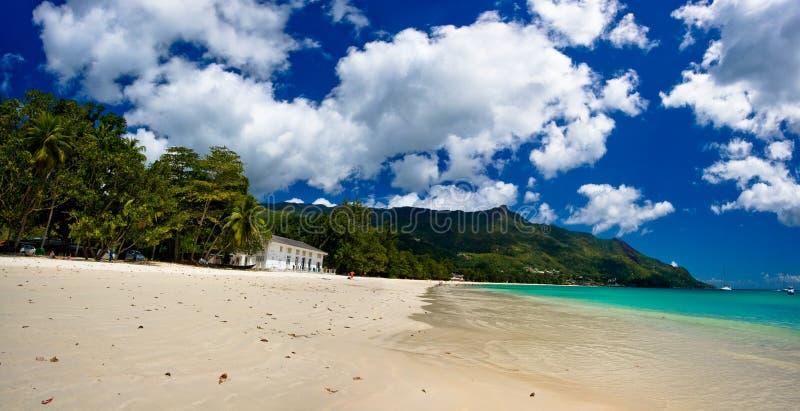 Panorama de uma praia ideal fotos de stock