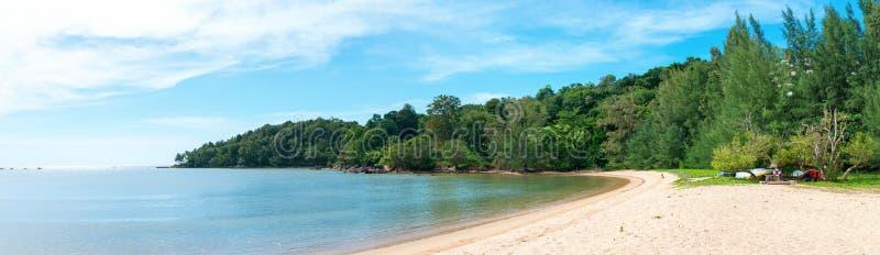 Panorama de uma praia tropical Pristine fotografia de stock