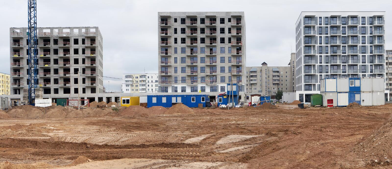 Panorama de un construc concreto estándar moderno de las construcciones de viviendas imagenes de archivo