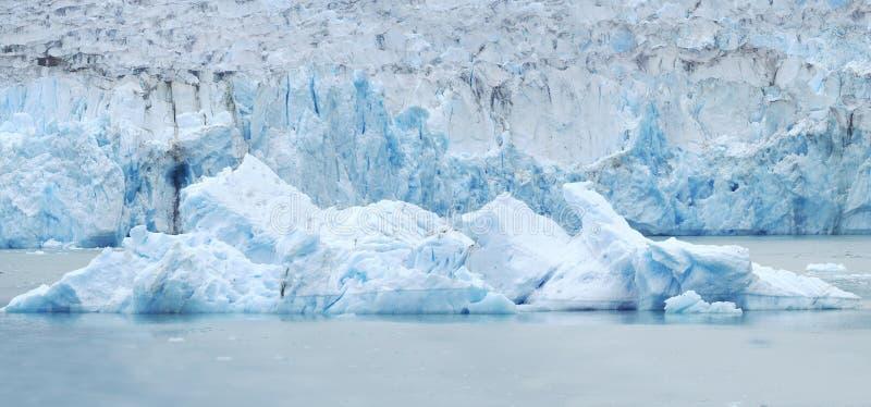 Panorama de un iceberg delante del glaciar de Dawes en el Endi fotografía de archivo