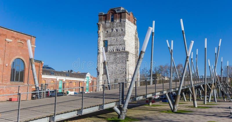 Panorama de un puente y de una pared que sube en Gronau imagen de archivo