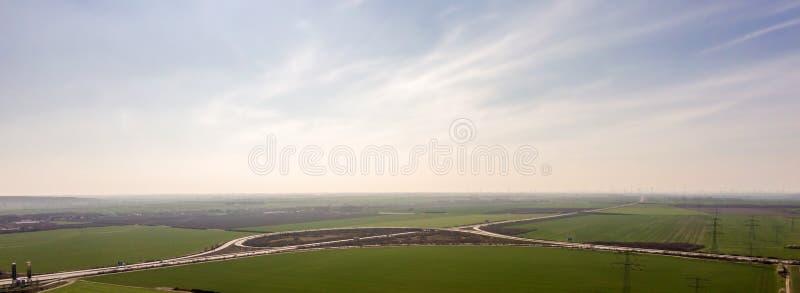 Panorama de un triángulo de la autopista sin peaje foto de archivo libre de regalías