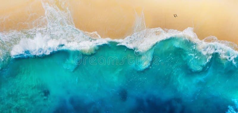 Panorama de una costa como fondo de la visión superior Fondo del agua de la turquesa de la visi?n superior Paisaje marino del ver fotos de archivo
