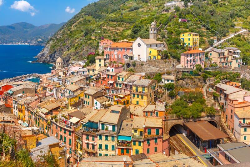 Panorama de Vernazza, Cinque Terre, Liguria, Itália foto de stock royalty free