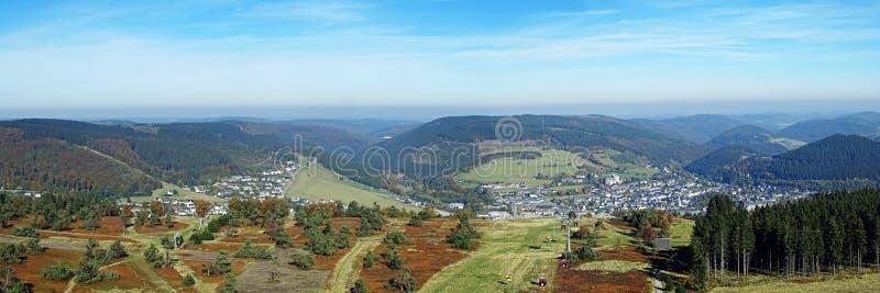 Panorama de Willingen na região Alemanha de Sauerland foto de stock royalty free