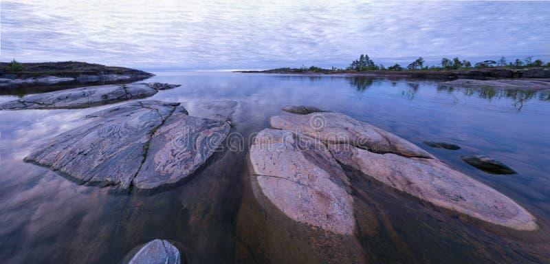 Panorama degli skerries del lago ladoga fotografia stock libera da diritti